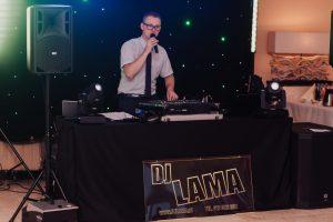 Kiedy rezerwować termin u DJ-a na swoje wesele?.